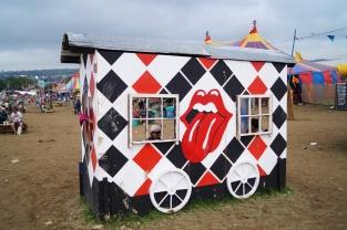 motyw najwiązuący do występu The Rolling Stones